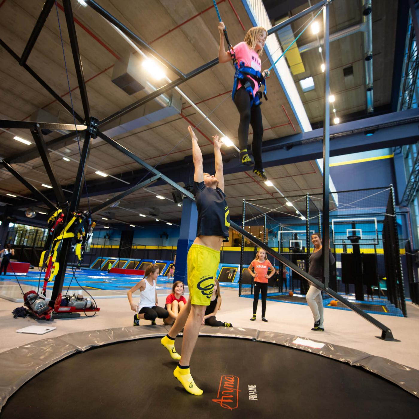Trampolin springen im Flip Lab Center in Graz.